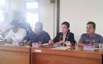 Anggota Komisi A DPRD Kota Palangka Raya, Riduanto (kanan) saat melakukan reses bersama anggota dewan lainnya baru-baru ini