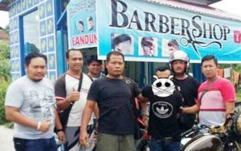 Aspianor saat diamankan dan dibawa ke Polsek Sintang, Kalimantan Barat sebelum dibawa ke Polres Kobar.