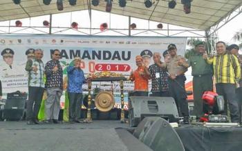 Tmpak Bupati Lamandau, Ir. Marukan didampingi Wakil Bupati dan sejumlah pihak saat membuka gelaran Lamandau Expo, Sabtu (16/9/2017) lalu.