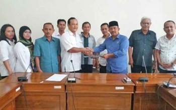 Perwakilan honorer K2 saat bertemu dengan jajaran Komisi I DPRD Kabupaten Katingan, Rabu (20/9/2017).
