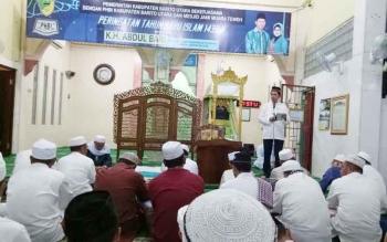 Bupati Barito Utara, H Nadalsyah saat menyampaikan sambuatan pada kegiatan peringatan tahun baru islam di masjid Jami Muara Teweh