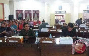 Suasana Sidang Paripurna dengan agenda pemandangan umum fraksi terkait pengajuan Raperda Laporan pertanggungjawaban APBD Kabupaten Bartim tahun anggaran 2016, Jumat (21/7/17)