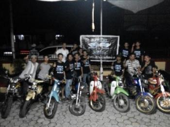 Anggota komunitas motor di Samuda, Kabupaten Kotawaringin Timur, saat diberikan penyuluhan bahaya narkoba oleh jajaran Polsek Jaya Karya.