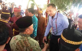 Gubernur Kalteng Sugianto Sabran, menyalami Dubes Norwegia.