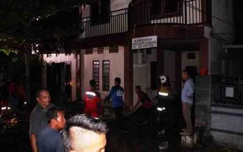 Sebuah rumah yang terbakar di Jalan Papuyu Palangka Raya.