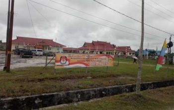 KPU Gunung Mas sudah memasang baliho untuk menyampaikan kepada masyarakat terkait pelaksanaan pilkada