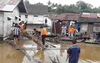 Tim gabungan sedang melakukan pencarian terhadap nenek Uwik yang tenggelam di Sungai Barito di Kabupaten Murung Raya, Sabtu (23/9/2017)