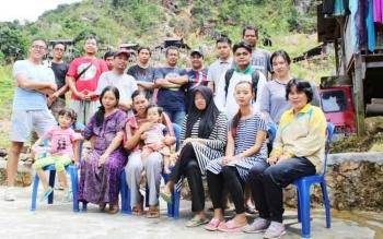 Tim Dinas Kesehatan Kabupaten Kapuas saat bertugas ke Desa Masuparia Kecamatan Mandau Telawang.