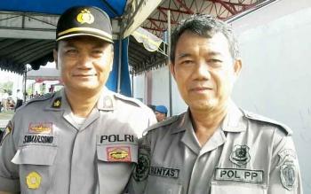 Kasat Pol PP Katingan, Rentas (kanan) bersama Kabag Ops Polres Katingan Kompol Sumarsono