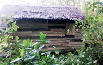 Seperti inilah kondisi tempat tunggal kedua anak yatim di Desa Pangkalan Rekan.