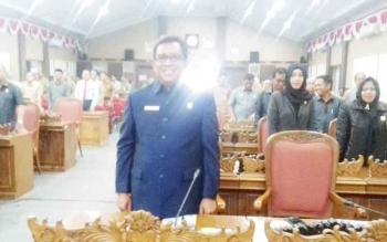 Anggota DPRD Kotim, H Supriadi saat mengikuti rapat paripurna, Selasa (26/9/2017)