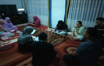 Kapolres Kotim AKBP Muchtar Supiandi Siregar saat sedang mendatangi rumah duka, Selasa (26/9/2017)
