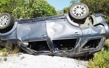 Kondisi mobil yang ditumpangi Arnoldi (21) yang terpental.