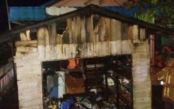 Kios Sembako Milik Ahtiar (56) ludes terbakar