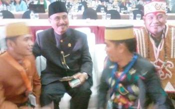 Kepala Disbudpar Provinsi Kalteng, Guntur Talajan (kanan) saat menghadiri Rakornas Pariwisata