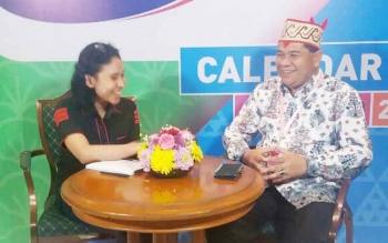 Kepala Dinas Kebudayaan dan Pariwisata Kalteng, Guntur Talajan saat diwawancarai eksklusif oleh televisi nasional.
