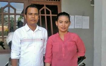 Anggota Panwaslu Kabupaten Katingan Wahyuni (kiri) dan Anita Fransiska saat berada di eks Kantor Satpol PP Katingan, beberapa waktu lalu.