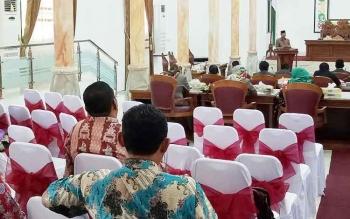 Wakil Bupati Sukamara, Windu Subagio saat menyampaikan Raperda ke DPRD