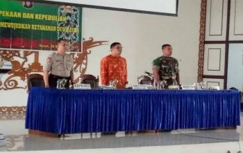 Wakil Bupati Gunung Mas, Rony Karlos saat kegiatan pertemuan untuk meningkatkan kepekaan dan kepedulian terhadap lingkungan untuk mewujudkan ketahanan wilayah, Kamis (28/9/2017)
