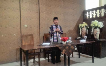 Wali Kota Palangka Raya, HM Riban Satia mengantar rombongan yang akan menuju titik kunjungan kerja masing-masing dalam enam kelompok, Jumat (29/9/2017).
