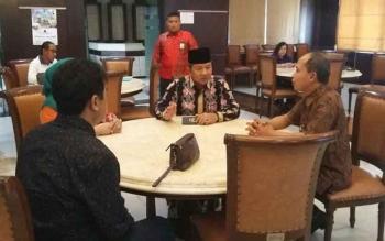 Wali Kota Palangka Raya Riban Satia memberi arahan kepada perwakilan tim kunjungan kerja ke Malang-Surabaya, Jumat (29/9/2017).