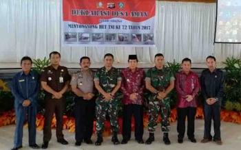 Abdul Khalik (paling kiri) menghadiri Deklarasi Desa Aman di Gedung Serbaguna Sampit.