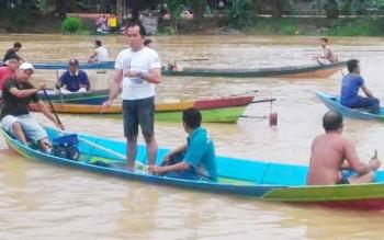 Saat pencarian korban kelotok tenggelam di Sungai Arut, Desa Runtu Kecamatan Arsel.