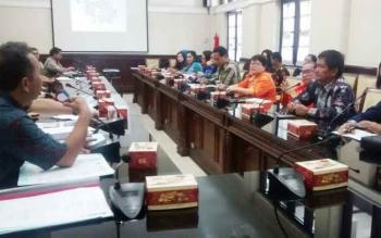 Jajaran Pemko Surabaya menerima kunjungan Pemko Palangka Raya, Jumat (29/9/2017)