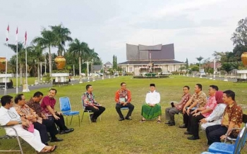 Kongkow Gubernur Kalteng Depan Istana... Bahas Apa?