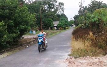 Jalan Desa Sukamara, Kecamatan Sukamara, Kabupaten Sukamara.