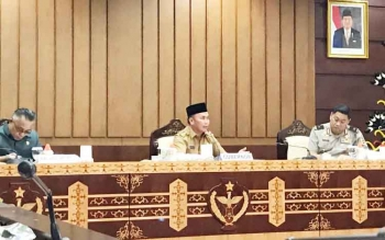Gubernur Kalimantan Tengah, Sugianto Sabran memberikan arahan saat supervisi koordinasi oleh Satgas Saber Pungli, Senin (2/10/2017)