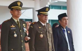 (Kiri) Dandim 1012/Buntok, Kolonel Inf Didik Purwanto bersama Kajari Barsel, Luhur Istigfhar saat apelPeringatan Hari Kesaktian Pancasila