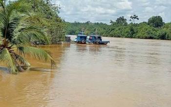 Sungai Kahayan meluap lantaran di wilayah Kabupaten Gunung Mas terjadi hujan dengan intensitas tinggi