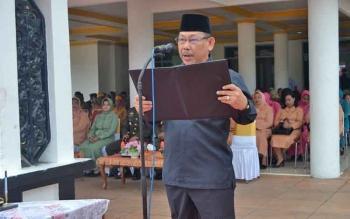 Wakil Ketua I DPRD Barsel, Hasanuddin Agani saat membacakan ikrar saat apel peringatan Hari Kesaktian Pancasila