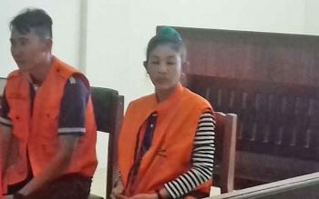 Pasangan suami istri, M Yunus dan Endang Puspita Sari, terdakwa kasus zenith