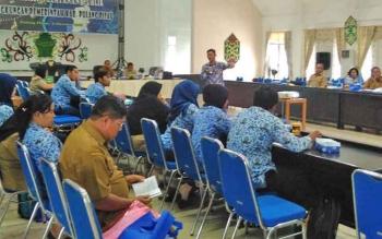 Kegiatan sosialisasi pelayanan publik di lingkungan Pemkab Pulang Pisau, yang digelar di aula Bappedalitbang Pulang Pisau, Senin (2/10/2017)