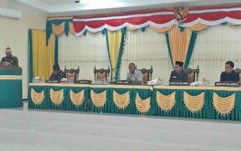 Bupati Lamandau, Marukan, saat menyampaikan pidato pengantar nota keuangan dan Rancangan Anggaran Pendapatan dan Belanja Daerah (R-APBD) Tahun Anggaran 2018 saat Rapat Paripurna di Gedung DPRD Lamandau, Senin (2/10/2017).