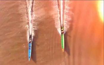 Drag getek akan menjadi warna tersendiri dalam rangkaian perayaam HUT Kobar. Nampak dua perahu yang sedang adu cepat di bantaran sungai Arut