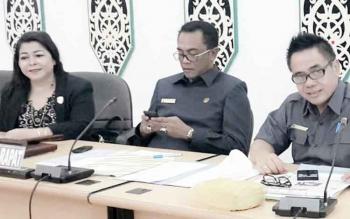 Ketua Komisi B DPRD Kota Palangka Raya, Nenie A Lambung (kiri) bersama anggota dewan lainnya.