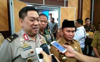 Kepala Bidang Operasi (Kabid Ops) Sekretariat Satgas Saber Pungli, Brigjen Pol Widiyanto Poesoko (kiri) dan Gubernur Kalteng Sugianto Sabran.