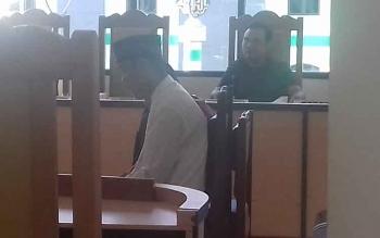 Hendro Purwanto, terdakwa kasus penjambretan, saat menjalani persidangan di Pengadilan Negeri Sampit, Selasa (3/10/2017).