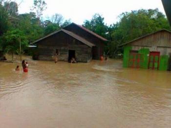 Banjir di Kelurahan Tumbang Rahuyan, Kecamatan Rungan Hulu, Kabupaten Gunung Mas.
