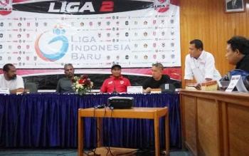 Manajemen PSBS Biak dengan Kalteng Putra ketika menggelar konferensi pers di Hotel Dandang Tingang, Jalan Yos Sudarso, Palangka Raya.
