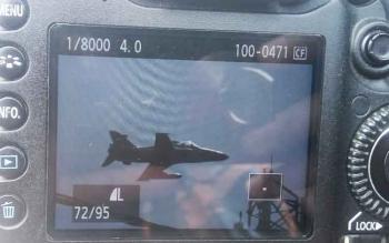 Muslih, salah seorabg fotografer Pabgkalan Bun yang hunting foto dalam pawai nasi adab Rabu (4/10/2017) memperlihatkan foto jet tempur yang melintas rendah disekitar lokasi pawai