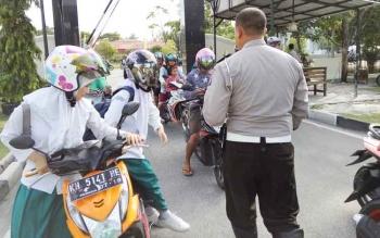 Para peserta didik saat terjaring razia di Polres Palangka Raya, Selasa (3/10/2017).