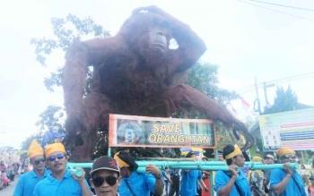 ogoh ogoh orangutan yang tampil saat Pawai Nasi Adab