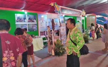 Stand Kalimantan Tengah menjadi perhatian pengunjung.