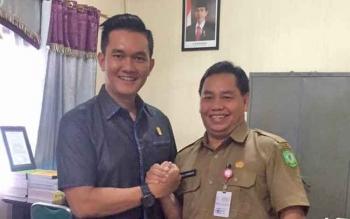 Sekretaris Komisi III DPRD Kotim Hero Harapanno Madouw bersama Plt Sekda Kotim H Halikinnor
