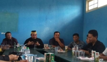 Anggota Komisi IV DPR RI daerah pemilihan Kalimantan Tengah, Rahmat Nasution Hamka (berpeci), saat bersilaturahim dengan jajaran PWI Kobar, Rabu (4/10/2017).