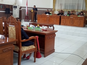Anggota DPRD Kabupaten Gunung Mas dari daerah pemilihan III, Evandi, menyampaikan hasil reses saat Rapat Paripurna, Rabu (4/10/2017).